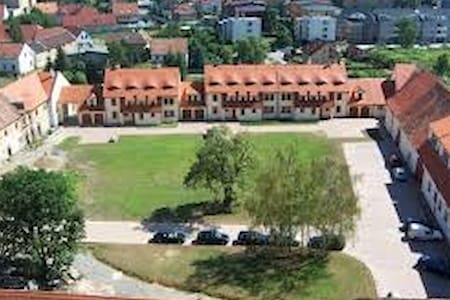Accommodation close to Prague - Hostivice - Leilighet
