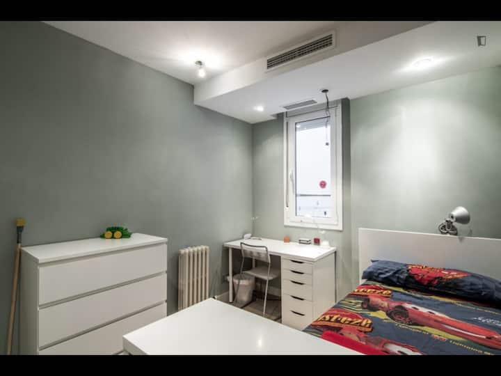 Habitacio molt tranquila  per estudiant en vivenda