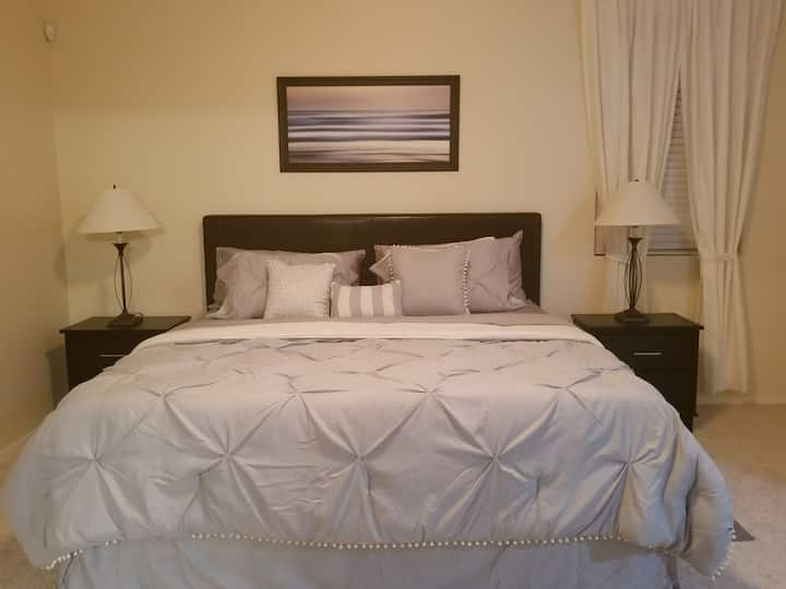 Beautiful Master Suite - Close to downtown Phoenix