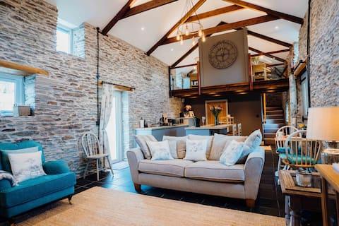 Cwtch Y Wennol - Romantic Cottage in  West Wales
