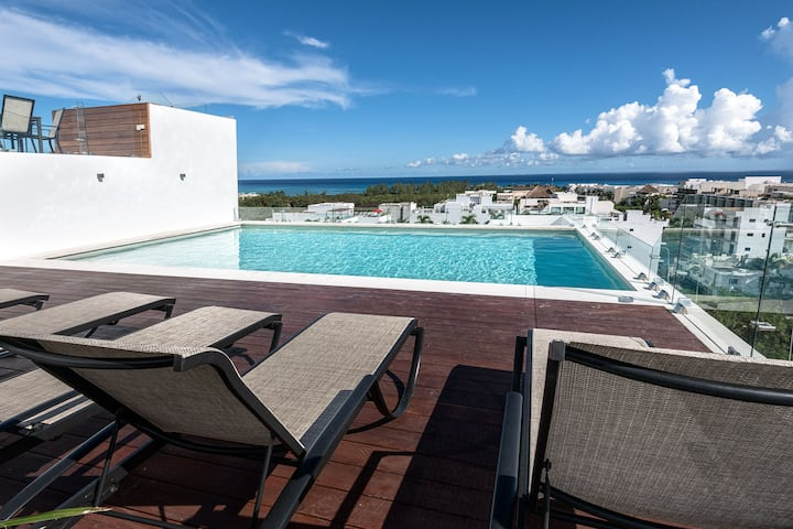 Chhavi:Luxury Apartment, great ocean view frm roof