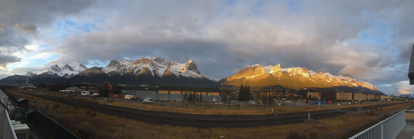 Incredible Bow Valley Views in the Rockies - Canmore - Condo