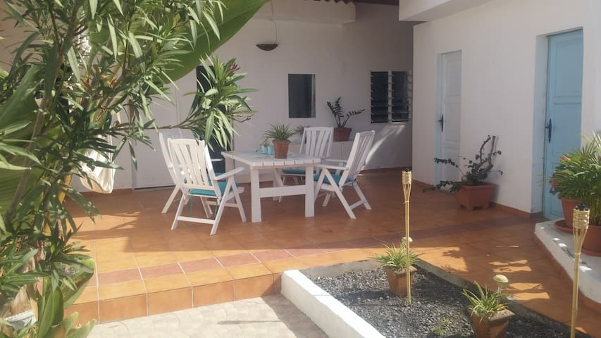 Holiday in an local village close to the beach - El Pajar