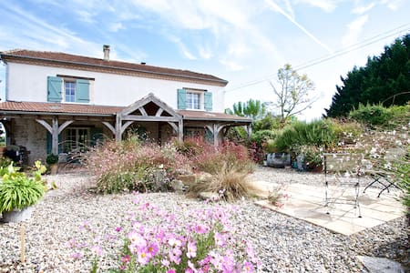 Maison Labarde, beautiful home with private pool - Bourlens