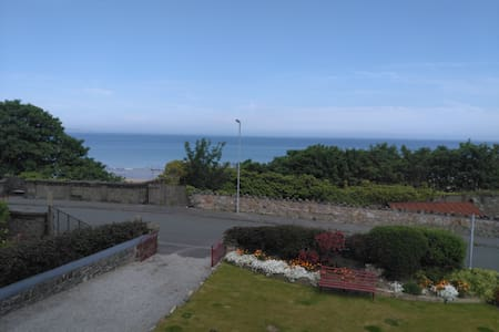 Old chapel with sea views, 5 bedrooms, sleeps 10 - Penmaenmawr