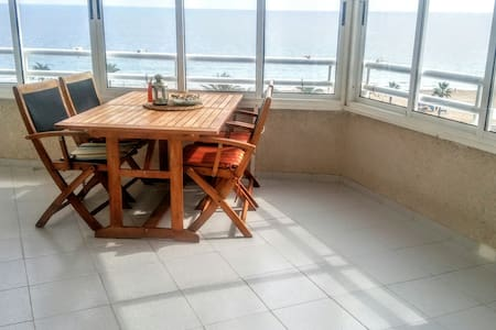RELAXING  CLOSED TO THE SEA, 3 BEDROOMS, WIFFI - Urbanova - Daire