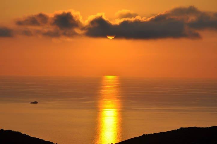 chalet avec vue mer et maquis