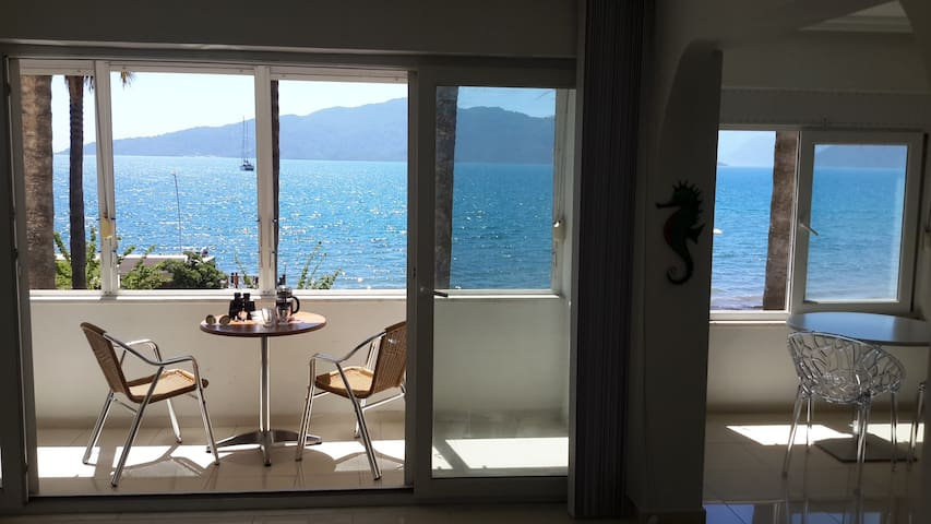 Beautiful Beachfront Apartment in Central Marmaris - Marmaris - Apartment