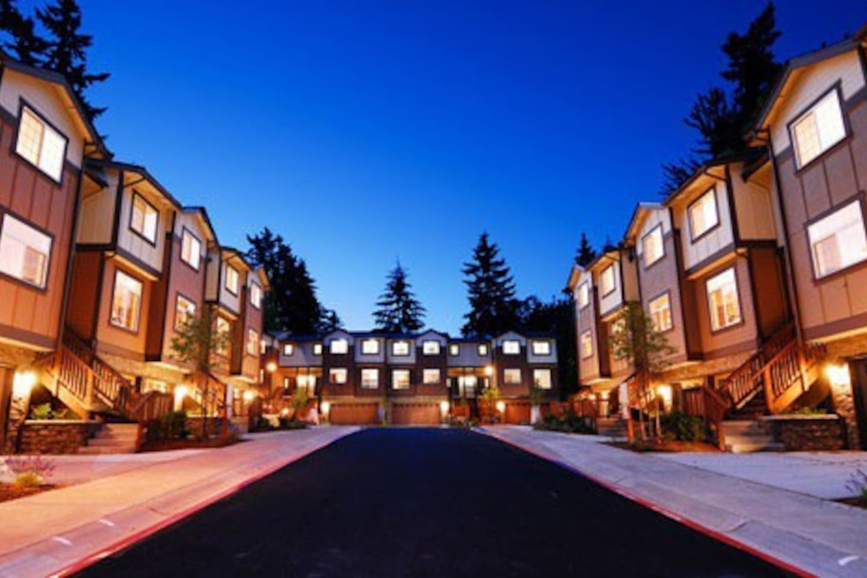 The Baileys of Bellevue Townhouse