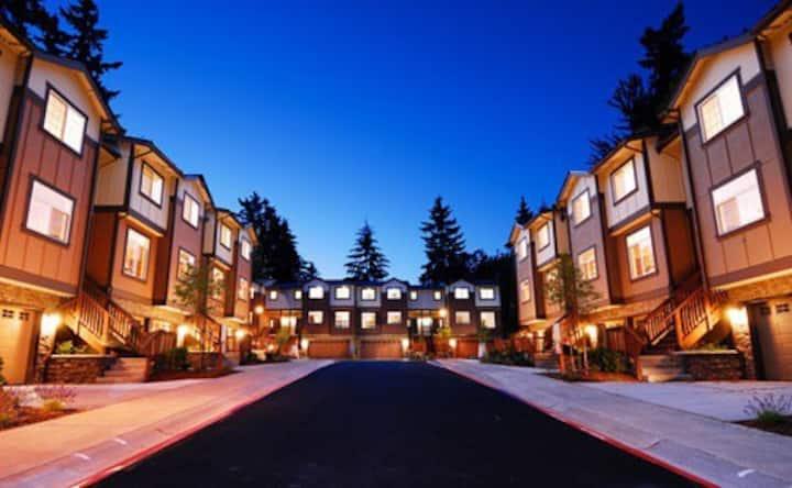 4BR/2.5BA Townhouse in Bellevue Near Microsoft