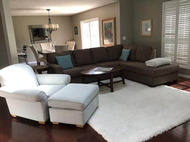 Beautiful, spacious and spotless  Weaverridge home