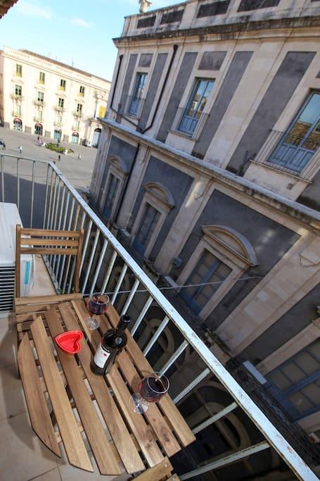 Balcone su Piazza Universita'