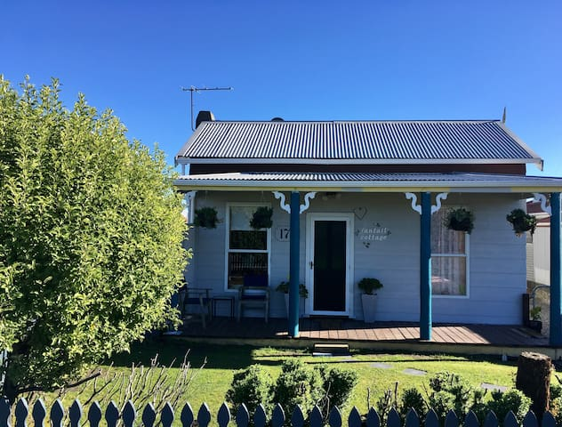 Cosy Fantail Cottage in Hokitika