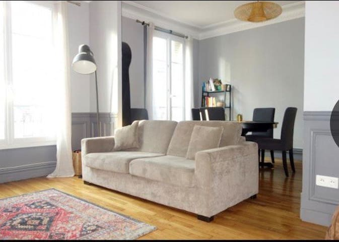 Spacious next to Champs Elysées and Eiffel Tower