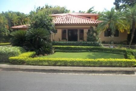 Villa ubicada en el Vivero II Etapa, Casa de Campo - La Romana