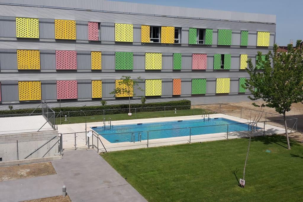 Bonito apartamento en zona universitaria uax condomini for Piscina villanueva de la canada