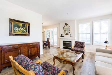 Long Term Stay Private & Quiet End Unit Townhome