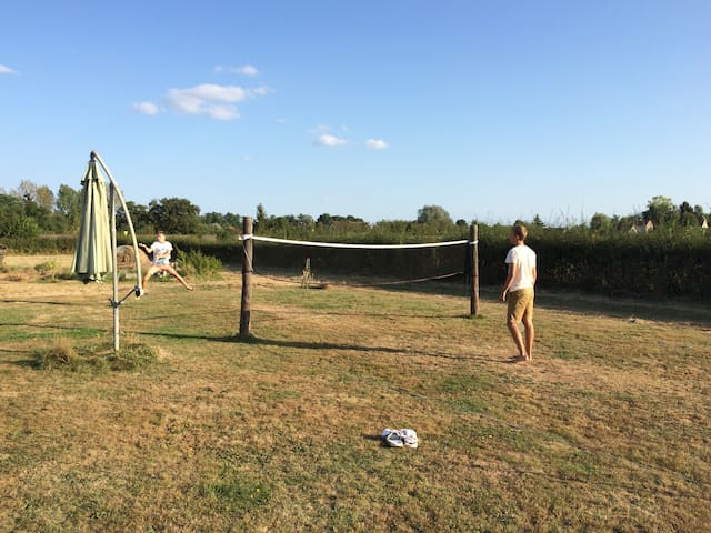 Un terrain de badminton improvise