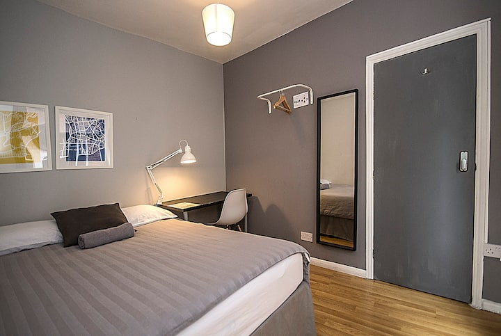 CS06 Quadruple Room in the Heart of Brick Lane