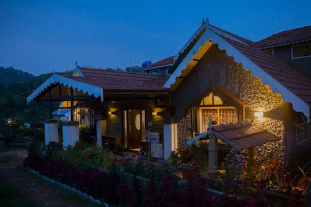 Honeycomb by Nithya Valley View Entire Home