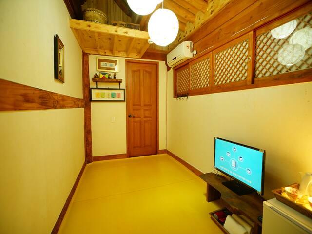 본관 - 이황 Kimmyoungok Stay in Jeonju Hanok Village - Jeonju-si - House