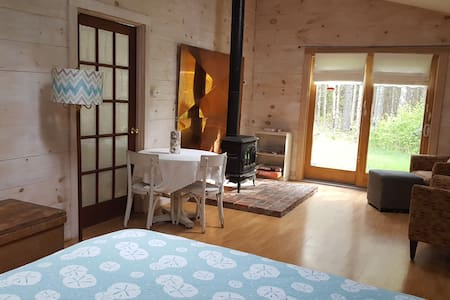 Studio in Sweet Cottage Style Home, roomy/fresh - Ház