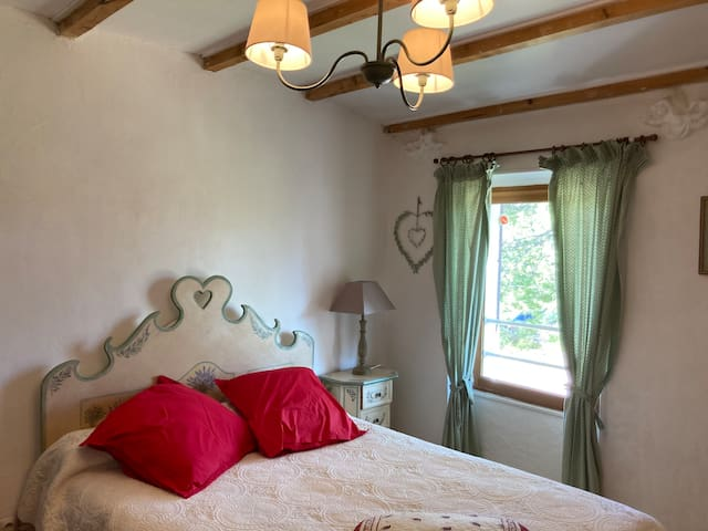"""Chambre  """"la marchande de fleurs""""...       Room """"the flower seller"""" ..."""