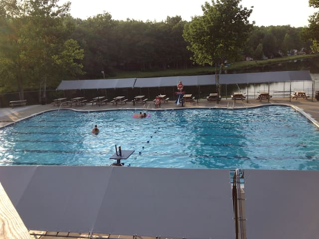 Outdoor Swimming pool (close after labor day weekend)
