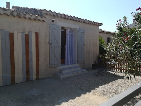 Self-catering accommodation near downtown Arles