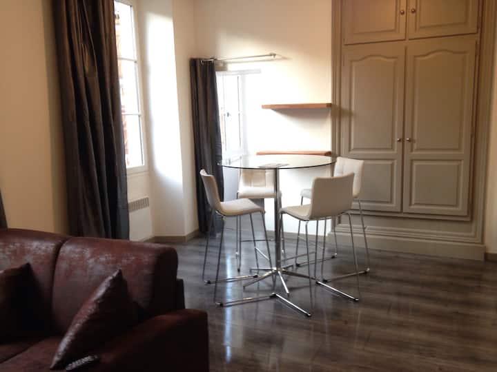 Studio 32 m2 au centre ville de Figeac