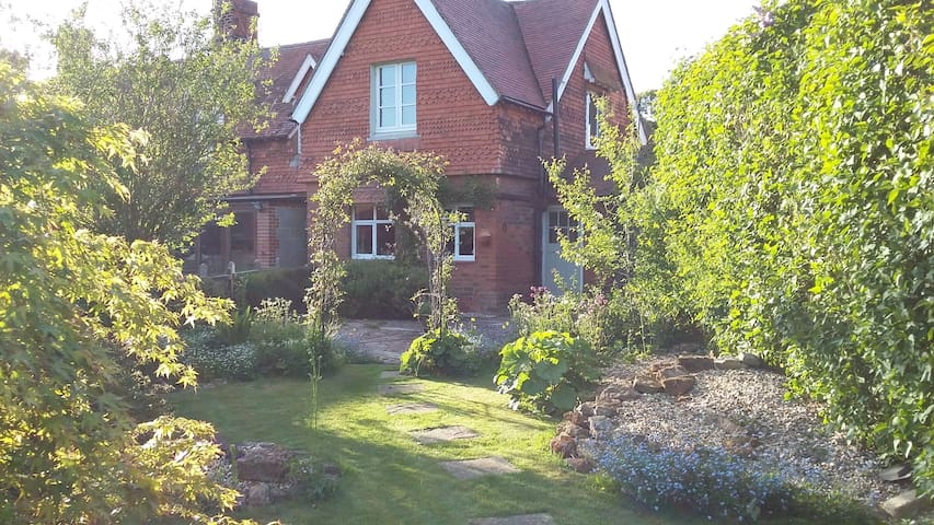 Rural Country Cottage With Views - Leicestershire - Huis