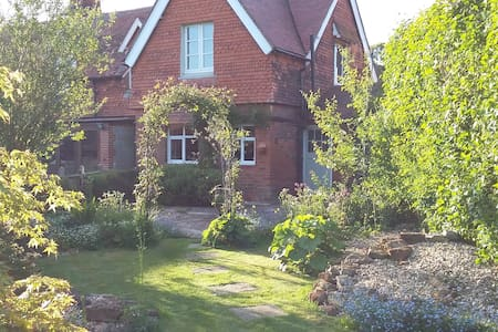 Rural Country Cottage With Views - Leicestershire
