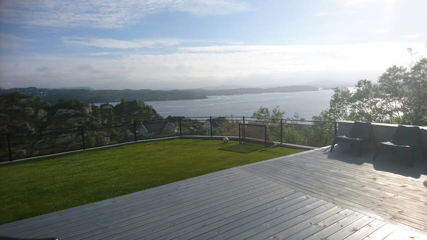Entire idyllic location near the fjord and Bergen