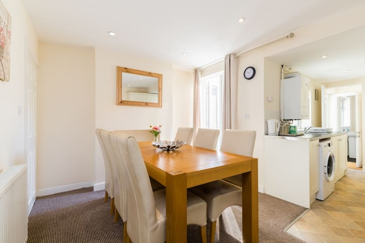 Perfect Leamington Spa Town House 2 Bed - 2 Bath