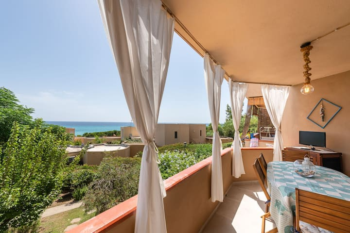 Central Holiday Apartment near the Beach with Balcony & Sea View; Parking Available