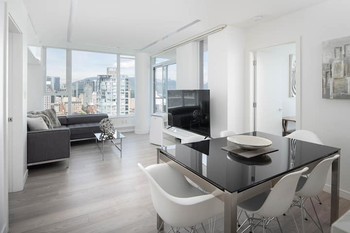 3 bed Subpenthouse Ocean&Mountain View- Downtown