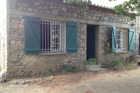 Maisonnette entre ville et montagne - Prades - Hus