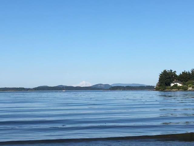 Roberts bay beach  - 2 min walk from the house