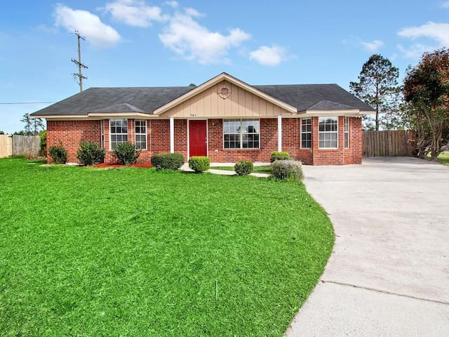 Lovely Home with 4 Beds/2 Baths