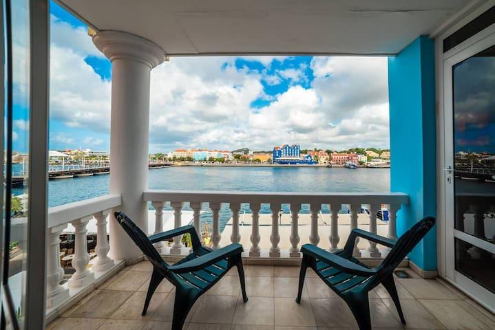 Famous Handelskade Apartment | Balcony | Punda
