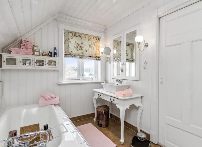 Huset hvor du finner ro og vil føle deg velkommen - Grimstad - Talo