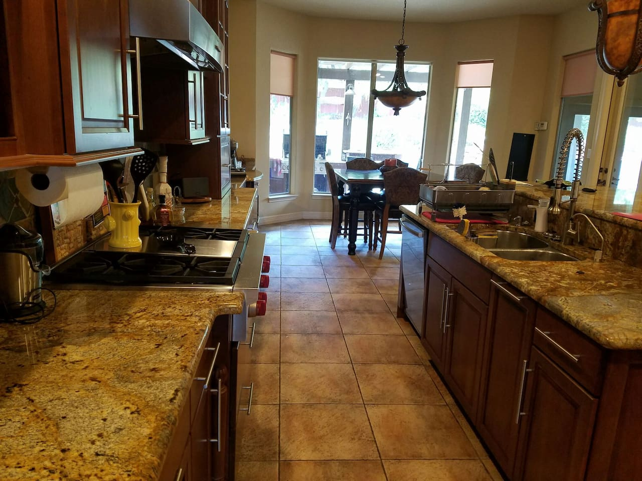 Downstairs en-suite queen, close to everything! - Houses for Rent in ...