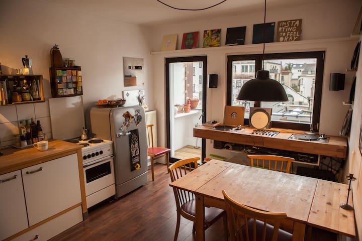 60m²+balcony in charming Ehrenfeld - Köln - Apartment