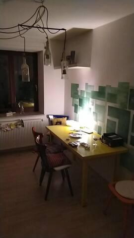 Helles Zimmer in WG direkt am Hirschgarten