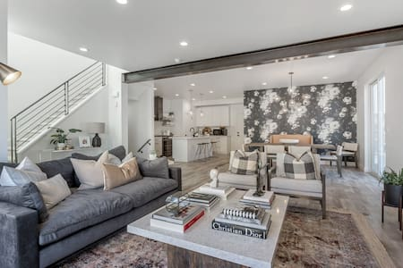 Brand New 3 Bed 2100 sf Luxury Apartment