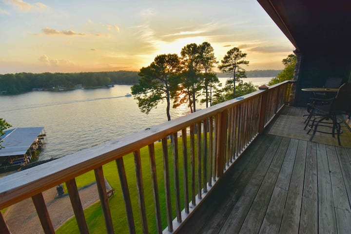 Lovely Lakefront Condo