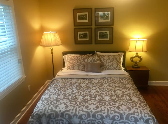 2nd bedroom with Queen size bed. New memory foam mattress on 4/9/18