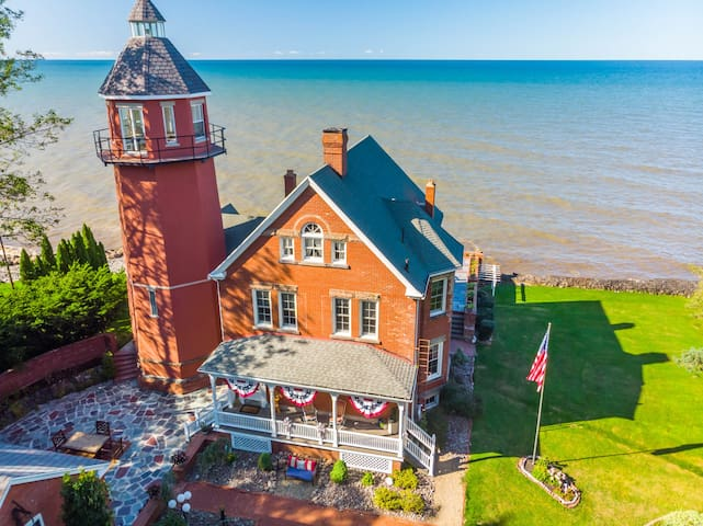 Braddock Point Lighthouse B&B - Coleman Suite
