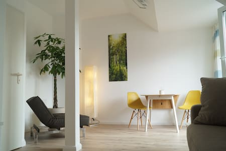 Gemütliche 2-Zi-Wohnung (30' bis Zentrum-Berlin)