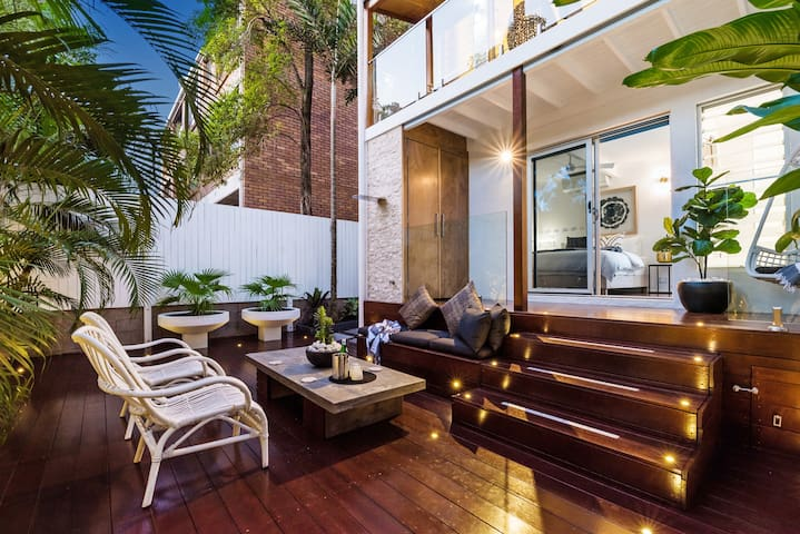 Modern Luxe Villa Oasis, 700m to Hastings St